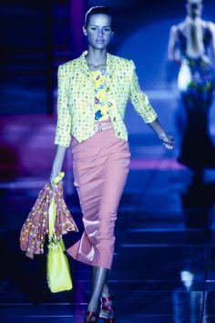 Versace Spring 1993 Ready-to-Wear Fashion Show Collection 90s Fashion, Runway Fashion, Fashion Models, Versace Brand, Original Supermodels, Vintage Versace, Gianni Versace, Fashion Show Collection, Fashion Company