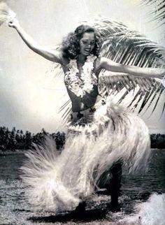 Vintage Tahitian Dancer - missing Hawaii Polynesian Dance, Polynesian Culture, Hawaii Vintage, Vintage Tiki, Vintage Hawaiian, Vintage Travel, Tango, Tahitian Dance, Foto Poster