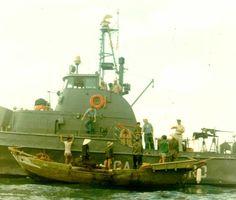 A Coast Guard ship stops a fishing junk, November 1965. Photo by Frank Borzage, U.S. Coast Guard. Public domain.