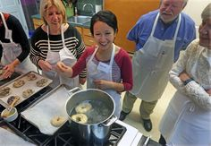 St. Louis cooking schools offer some eats while you learn