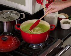 Sopa de Ervilha e Crisp de Parmesão - Le Creuset