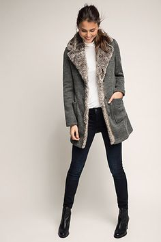 Esprit / tailored knitted coat with a fur trim