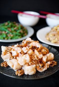chinese honey walnut shrimp recipe 8 oz (250 g) medium raw shrimp, shelled and deveined (butterfly if you like) 1 tbsp egg white 1/4 tsp salt 1/2 cup (70 g) cornstarch non-flavored oil for frying (vegetable, canola) dressing 1/2 tbsp condensed milk 1/2 tbsp honey 1 tsp fresh lemon juice 3 tbsps mayonnaise glazed walnuts 1/2 cup (50 g) walnut halves 1/4 cup (65 ml) water 1/4 cup (50 g) sugar