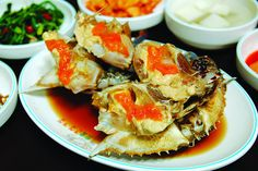 Gejang (게장) is made by marinating fresh raw crab in either soy sauce (간장) or a red chili pepper sauce.