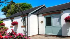 Kingfisher Cottage - Sleeps 4 Self Catering Cottages, Local Pubs, Holiday Accommodation, Bude, Country Estate, Kingfisher, Dog Friends, Glamping, Beach