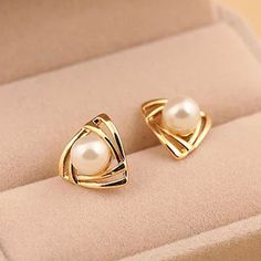 Korean Hollow triangular Earing Geometric Simulated Pearl Stud Earrings for Women Ear Perlas Harajuku Brincos Bijoux Femme Pearl Stud Earrings, Pearl Studs, Cute Earrings, Crystal Earrings, Women's Earrings, Earring Studs, Gold Pearl, Earings Gold, 18k Gold