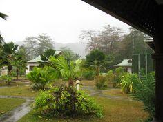 Día de tormenta en la Digue, Islas Seychelles. Imposible salir fuera!  Alquilar un coche barato en el aeropuerto de Victoria: http://www.reservasdecoches.com/es/alquiler-de-coches/Victoria_Car_Hire.html
