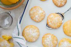 Citroen koekjes Brookies, Brownie Cookies, Hamburger, Bread, Desserts, Food, Seeds, Meal, Hamburgers