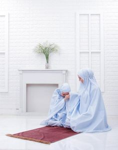 Equipment for Pray we called Mukena Abaya Fashion, Fashion Dresses, Indonesian Women, Girl Hijab, In Ancient Times, Muslim Women, Traditional Outfits, Womens Scarves, Allah