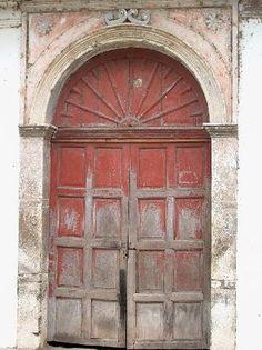 Los Almendros De San Lorenzo: old door=