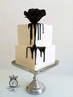 bleeding rose black and white wedding cake idea