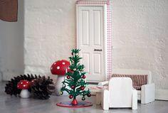 Idé: den 1. december flytter nissen ind - en nissedør opstår på magisk vis.