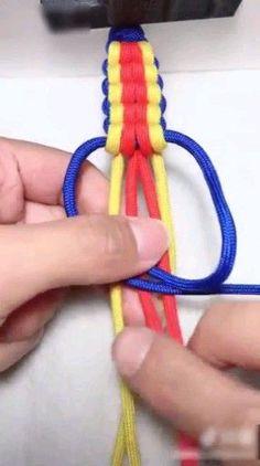 Coolest DIY bracelet ideas for everyone - hairdresserhairstyles.club - Coolest DIY bracelet ideas for everyone - Diy Home Crafts, Diy Arts And Crafts, Creative Crafts, Yarn Crafts, Diy Crafts Videos, Macrame Jewelry, Macrame Bracelets, Paracord Bracelets, Braclets Diy