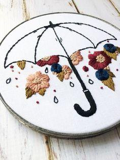 Sugestão de SilMez   Chuva de flores.       Ponto matiz ( flores) , teia de aranha( (flor azul), corrente( cabo da sombrinha),  atrás contorno e rococó( miolo flores) OU  crie o seu!! #embroidery