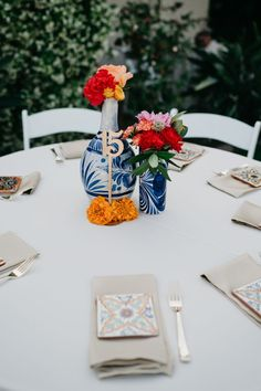 Mexican wedding With tiles, furniture, and vases from Mexico, this reception featured authentic deco Wedding Table Centerpieces, Flower Centerpieces, Diy Wedding Decorations, Wedding Favors, Centerpiece Ideas, Wedding Crafts, Quinceanera Centerpieces, Floral Decorations, Quinceanera Ideas