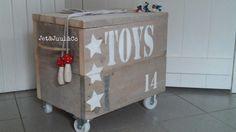 Speelgoedkist van steigerhout. Gemaakt door Jet&Juul&Co