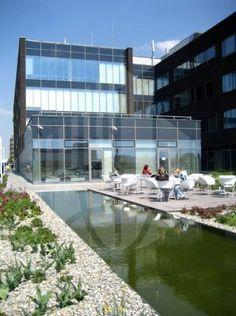 Brněnský Axis Office Park patří k velmi pohodlným a příjemným pracovním lokalitám. Najdete jej jižně od centra Brna nedaleko mezinárodního letiště.