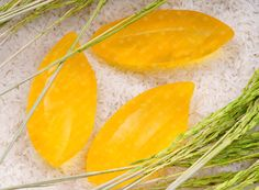 www.saboothailand.com Saboo Natural Soap - Jasmine Rice A wonderful deep cleansing, toning and detoxifying facial and body bar. Premium handmade soap blends with pure honey, vegetable glycerin, vitamin E, jojoba oil and natural ingredients. Nourishing, refreshing and rejuvenating your skin. The soap allows to rich creamy lather as it gently cleans and moisturizes your skin, leaving it soft, smooth, fragrant and fresher than ever. Gentle and perfect for all skin types.