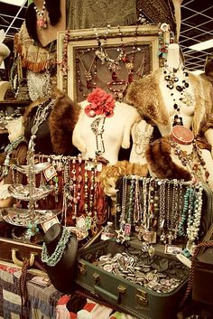 Trendy Ideas For Jewerly Shop Display Boutiques Flea Markets Flea Market Displays, Store Displays, Flea Markets, Booth Displays, Craft Markets, Vintage Display, Boutiques, Craft Fair Displays, Display Ideas