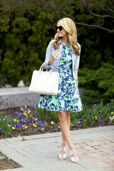 I love this dress, the colours and patterns are very summery! And elegant :)
