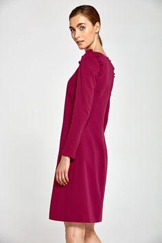 1ec6cf599304 Une robe cintrée pour une allure résolument chic. Avec sa taille ajustée et  son style. Mademoiselle Grenade
