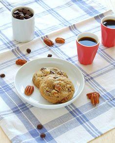 cookies com gotas de chocolate e pecãs muito bons