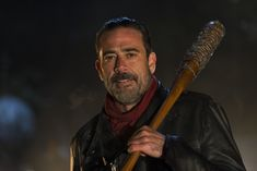 The Walking Dead Season 9 debuts on AMC on October 7 and fans are anxious to find out the fate of Negan. As Vanity Fair reported, The Walking Dead Season 9 will bid farewell to Rick Grimes (Andrew . Walking Dead Funny, The Walking Dead Movie, Walking Dead Premiere, The Walking Dead Saison, The Walk Dead, Walking Dead Season 6, Jeffrey Dean Morgan, Memes Humor, Twd Memes