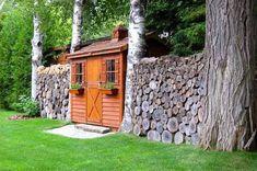 Újdonság a kiskertekben: fahasábból és rönkfából készült kerítések, térelválasztók | 24.hu