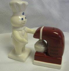 Pillsbury Collectibles - Poppin' Fresh Doughboy Ceramic Salt & Pepper Shakers Set S