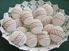 In the year Easter Sunday fall on April 5 and here is a beautiful crochet idea: Found here: http:& Easter Crochet Patterns, Amigurumi Patterns, Crochet Crafts, Crochet Projects, Lace Patterns, Crochet Christmas Ornaments, Holiday Crochet, Crochet Snowflakes, Egg Crafts