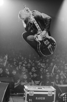 Tim Timebomb | Rancid Tim Armstrong, Music Wall, Iphone Wallpapers, Punk Rock, Tattoo Inspiration, Old School, Guitars, Attitude, Jumper
