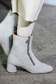 Details at Marc Jacobs Autumn-Winter 2014 Women Fashion Show #NYFW #RTW #AW14 #MarcJacobs #LVMH via vogue.fr