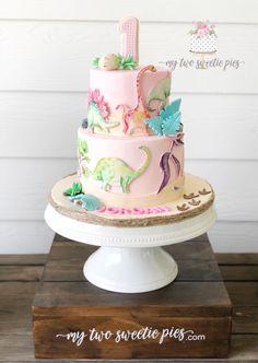 Pale pink pastel dinosaur cake for girl's birthday party - Pink Birthday Cake Ideen Girl Dinosaur Birthday, Girls 3rd Birthday, 3rd Birthday Parties, Cake Birthday, Elmo Birthday, Birthday Ideas For Girls, Girl Birthday Party Themes, Fourth Birthday, 1st Birthdays