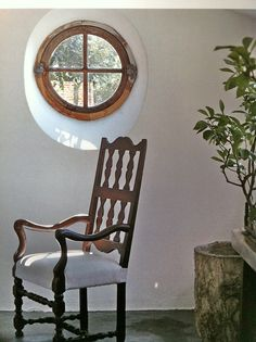 Round window inset and chair
