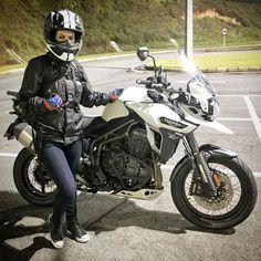 いいね!910件、コメント6件 ― Triumph Motorcycles Brasilさん(@triumphbr)のInstagramアカウント: 「Pausa pra foto e pé na estrada. A @helyncarvalho levou sua Tiger Explorer para passear.…」