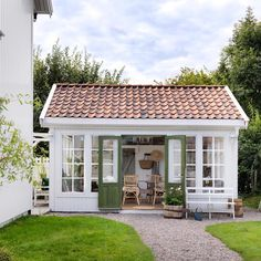 Building a Shed has Never Been so Easy Backyard Cottage, Backyard Sheds, Garden Sheds, Outdoor Sheds, Backyard Office, Backyard Studio, Outdoor Rooms, Outdoor Living, Casas Containers