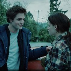 Twilight 2008, Twilight Saga Series, Twilight Edward, Twilight Cast, Edward Bella, Twilight Pictures, Edward Cullen, Twilight Movie Scenes, Alice Cullen