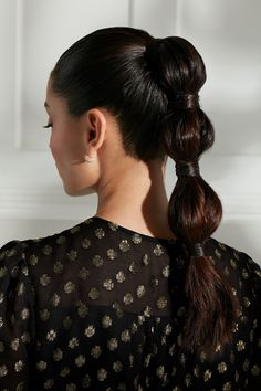 Chic holiday party hairstyles by celebrity hairstylist Sarah Potempa. She shares party-ready looks for every length—and they all take 15 minutes or less! Holiday Hairstyles, Party Hairstyles, Down Hairstyles, Braided Hairstyles, Styling Mousse, Pigtail Braids, Celebrity Hair Stylist, Damp Hair Styles, African Hairstyles