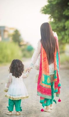 Best Wedding Ideas For Kids Mom Ideas Mom And Baby Dresses, Mother Daughter Dresses Matching, Mother Daughter Fashion, Mom Daughter, Girls Dresses, Pakistani Wedding Outfits, Pakistani Dresses, Indian Dresses, Punjabi Dress