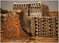 Robert Hadley - The Artsy Houses of Tiébélé in Burkina Faso, West Africa. Vernacular Architecture, Art And Architecture, Ancient Architecture, African House, Mud House, Afrique Art, African Culture, African Design, West Africa