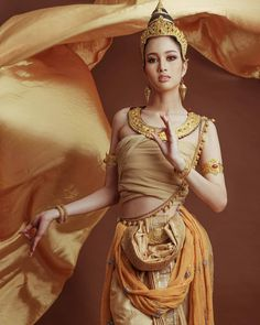 Thai Traditional Dress, Traditional Outfits, Vietnam Girl, Thai Dress, Female Hero, Thai Style, Indian Models, Gorgeous Women, Beautiful