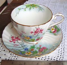 Hey, ho trovato questa fantastica inserzione di Etsy su https://www.etsy.com/it/listing/225422761/amazing-aynsley-swirl-teacup-vintage
