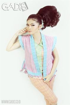 Wanna look cute and sweet at the same time? Try pastel colors!