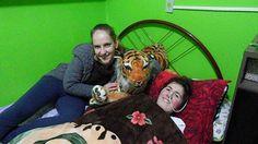 Minha fisioterapeuta Betina,minha tigresa Duda e eu