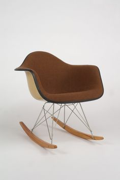 Charles and Ray Eames Eames Furniture, Cool Furniture, Furniture Design, Charles & Ray Eames, Rocking Chair, Nifty, Chen, Money, Brown