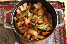 「筑前煮」  根菜もふっくら柔らかに仕上がります。 ストウブ料理にすれば野菜が苦手な子供たちにもうけが良さそう。