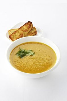 Pompoensoep met appel en curry Pumpkin Soup, Pumpkin Recipes, Best Soup Recipes, Healthy Recipes, Healthy Food, Cooking Time, Cooking Recipes, Lunch Restaurants, Homemade Lemonade