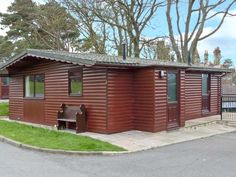Bluebell Lodge is a detached ground floor log cabin set in the grounds of a hotel on the outskirts of the North Yorkshire seaside town of Saltburn-by-the-Sea. The cabin sleeps four people in two double bedrooms with a wet room and an open plan living area incorporating a kitchen, a dining area and a sitting …