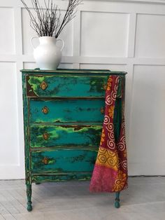 Annie Sloan Stockist The Cottage Furniture and Home Boutique designed this showstopper with Chalk Paint® by Annie Sloan! She first applied a base coat of Chalk Paint® in English Yellow. Various layers of Chalk Paint® in Antibes Green, Amsterdam Green, and Florence were then stippled over to create texture. To finish the piece, she sanded it down to bring out all the different colors and textures and applied Clear Chalk Paint® Wax.