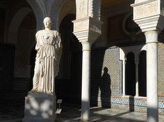 Atenea pacificadora, majestuosa Diosa de mármol que se encuentra en el patio central de la Casa de Pilatos (Sevilla).